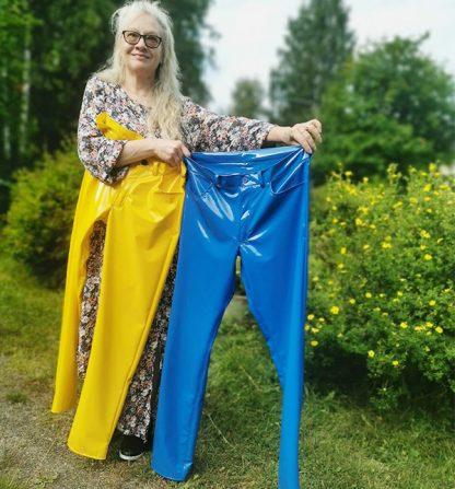 Siniset ja keltaiset pvc housut